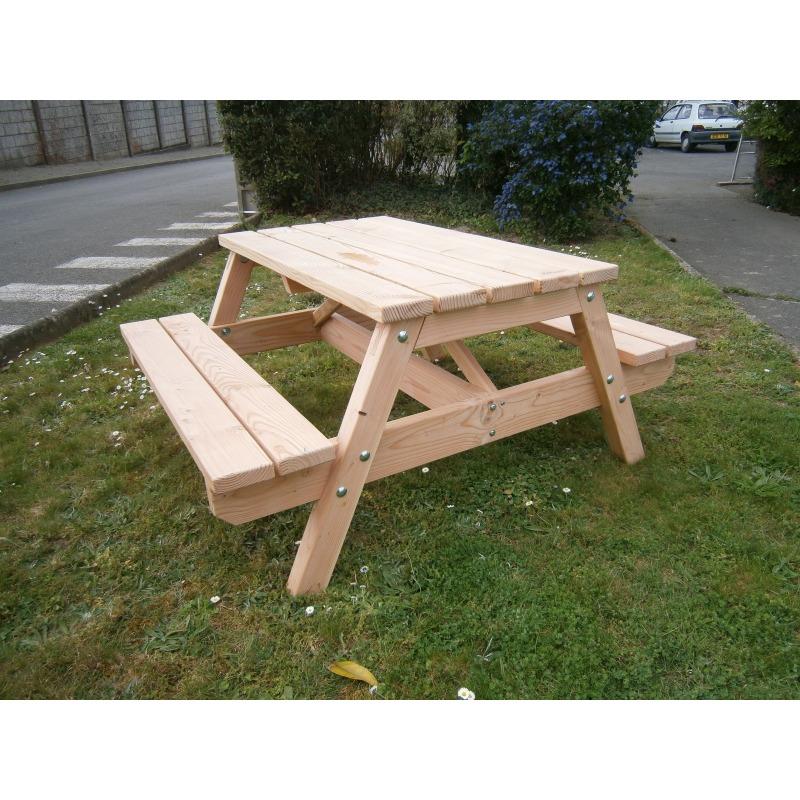 Table de pique nique en bois fabrication Bretagne.