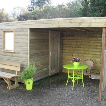Découvrez les abris de jardin en bois de la gamme Tonnelle.